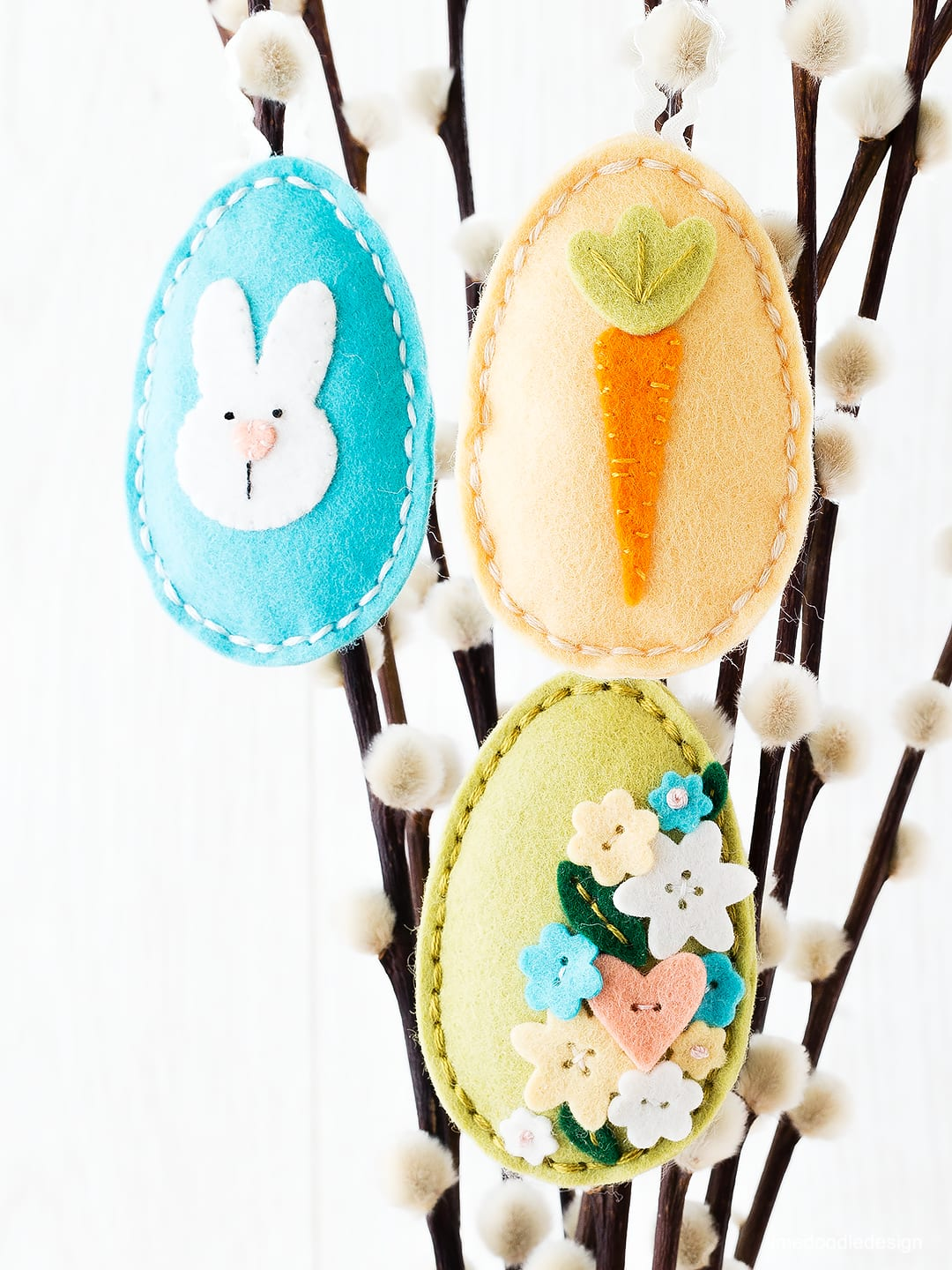 Simple sewn plush Easter eggs. Find out more by clicking on the following link: https://limedoodledesign.com/2016/02/tone-on-tone-plushies/