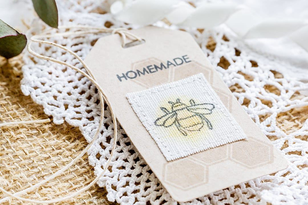 Reviewing the new July 2017 release from Altenew. Handmade homemade bee tag by Debby Hughes. Find out more: https://limedoodledesign.com/2017/07/altenew-july-2017-release-blog-hop-giveaway/